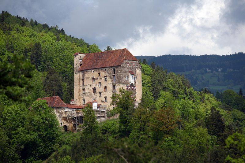 Крепость Нойхаус (Burg Neuhaus)