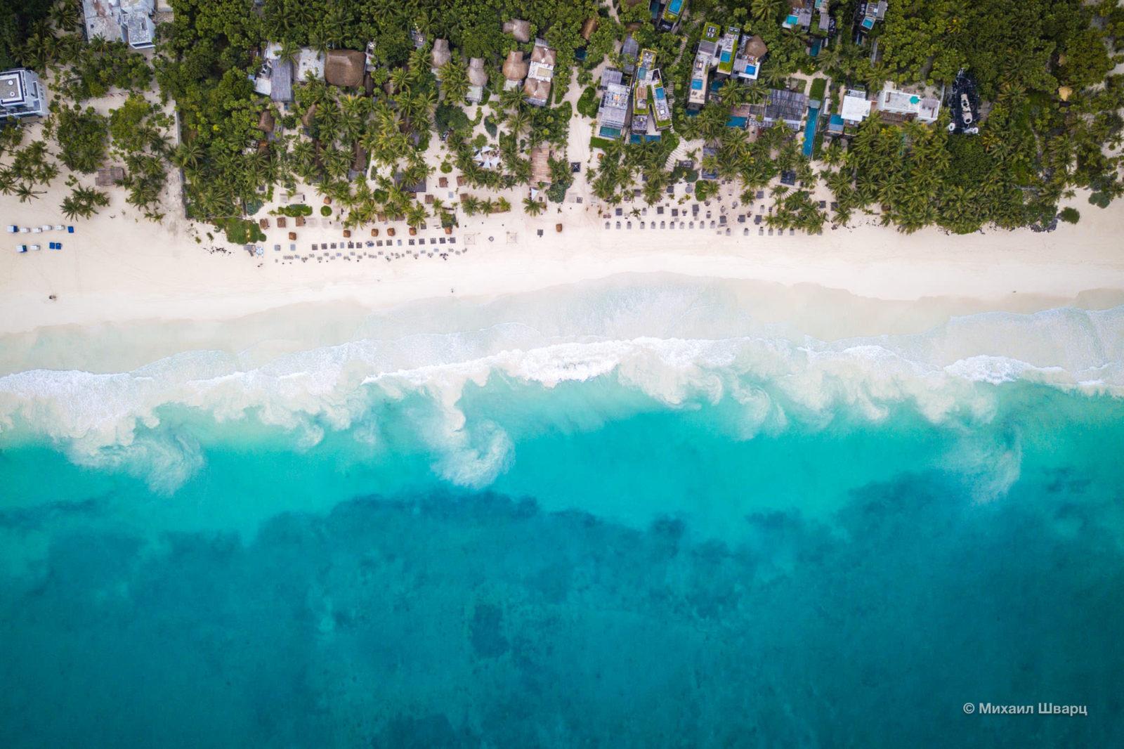 Вид на пляж в Тулуме