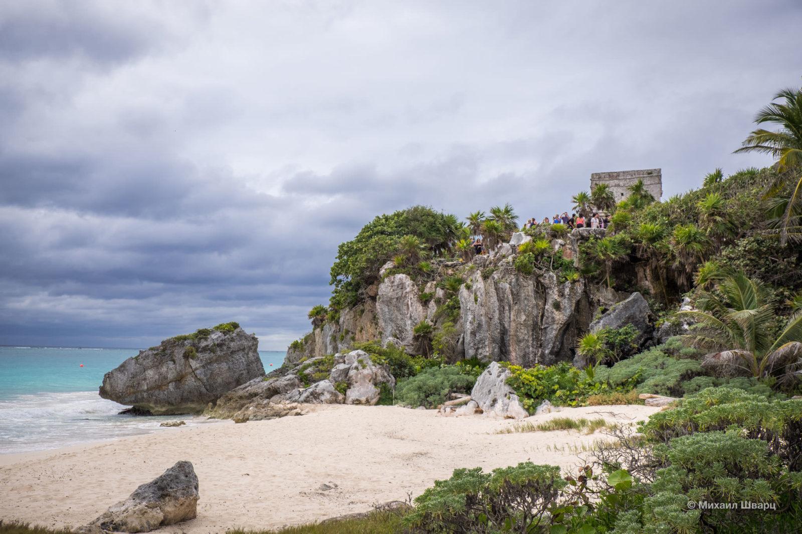 Пляж наступает на город Майя