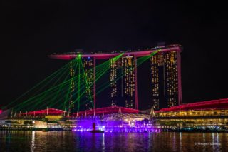 Вечерние бесплатные шоу на воде в Сингапуре