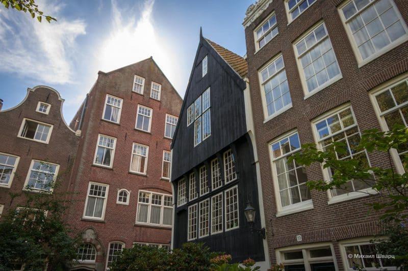 Самый старый деревянный дом в Амстердаме