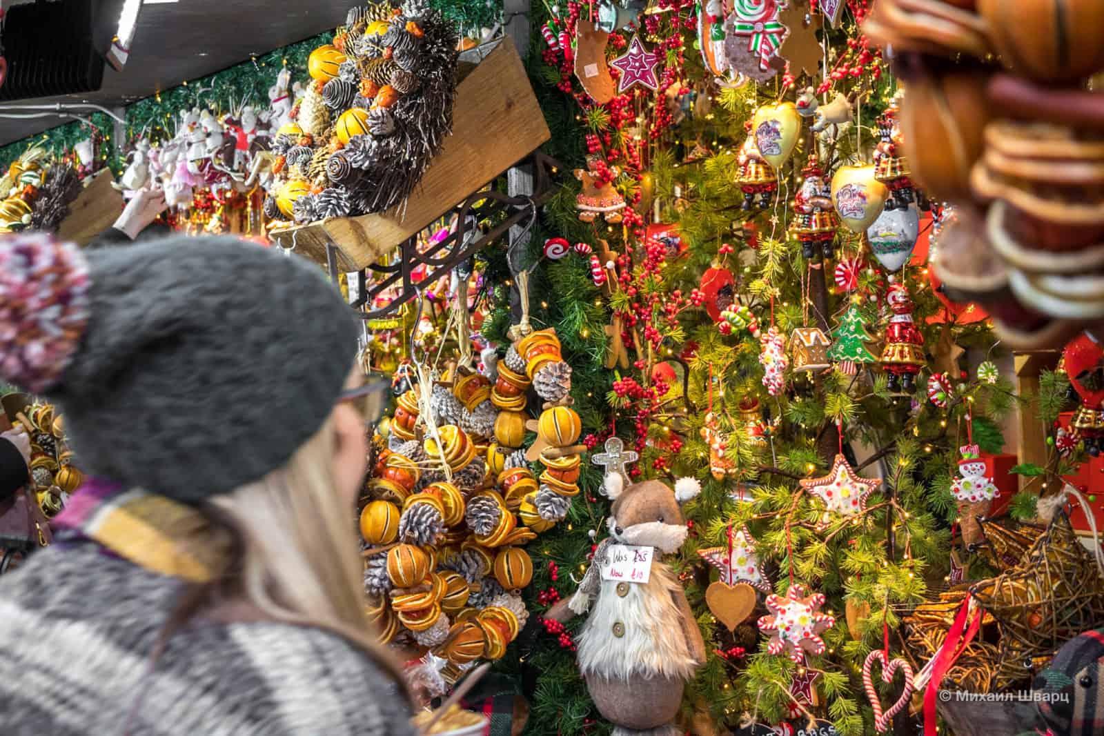 Рассматриваем рождественские украшения