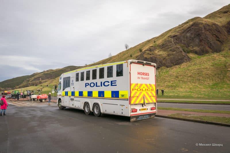 Мобильная полицейская конюшня