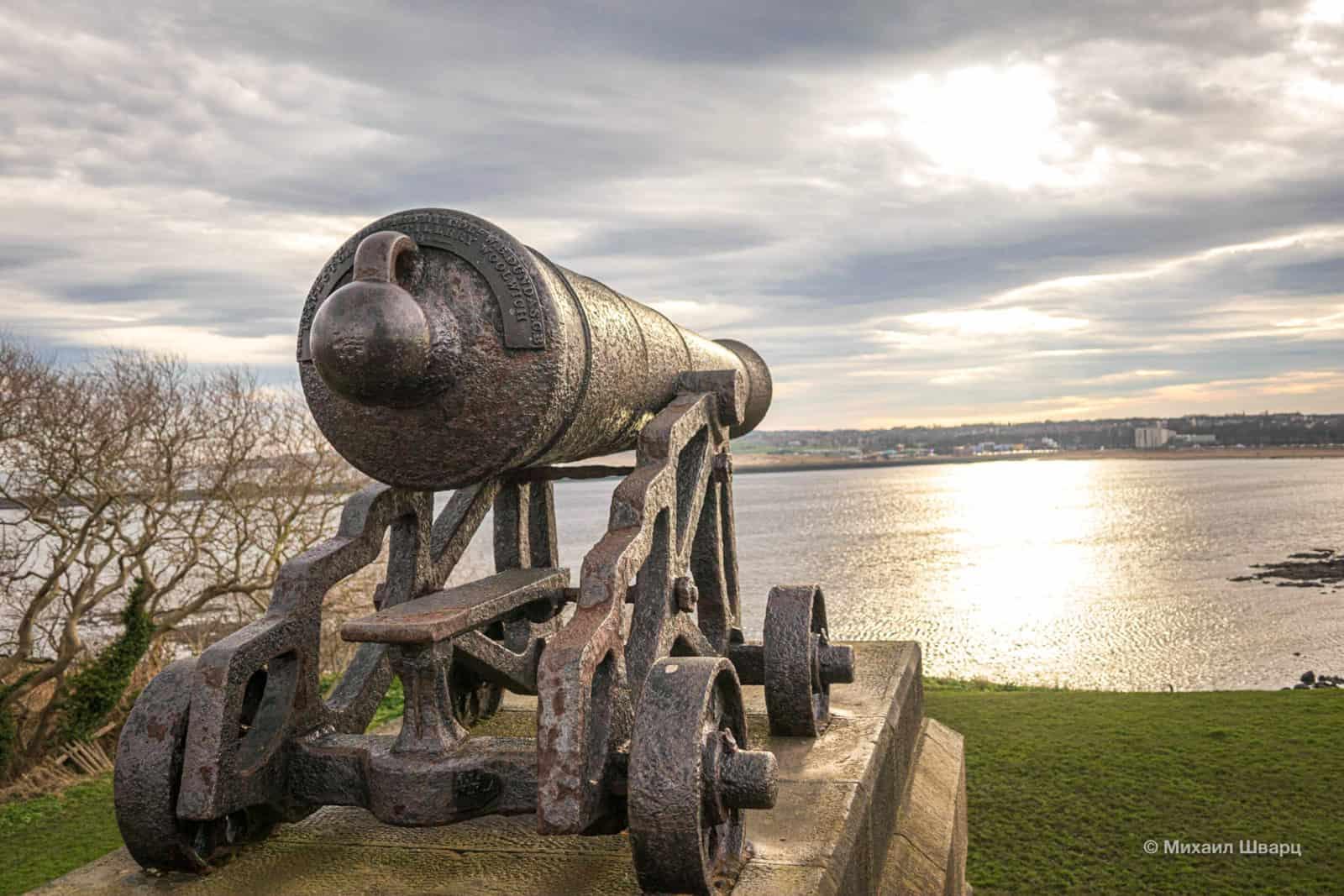 Пушки направлены на устье реки Тайн