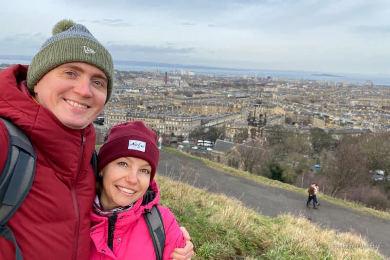 Эдинбург с морем вдалеке