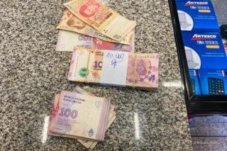 Как снять деньги с карты в Аргентине?