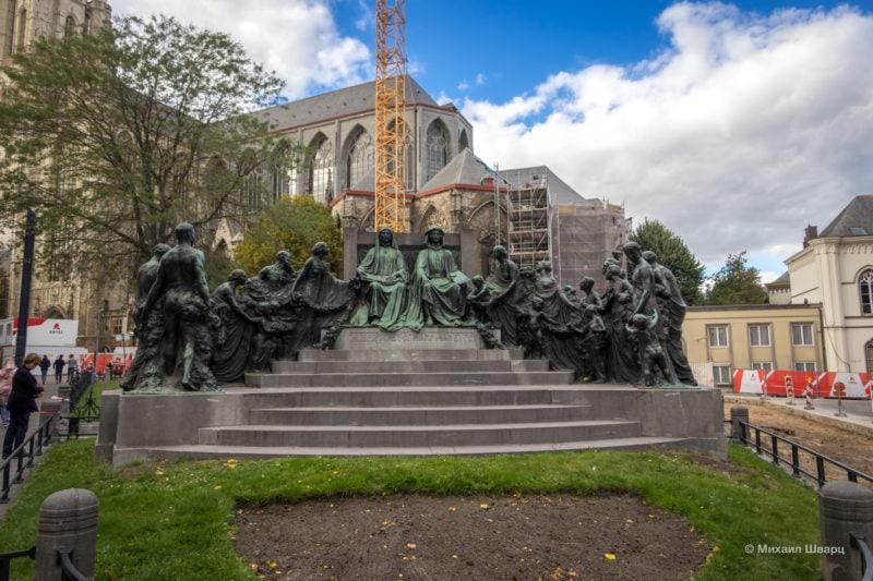 Памятник Братьям ван Эйк