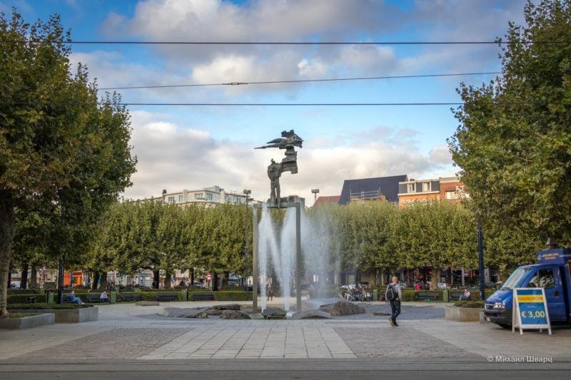 Фонтан на площади Koningin Maria Hendrikaplein