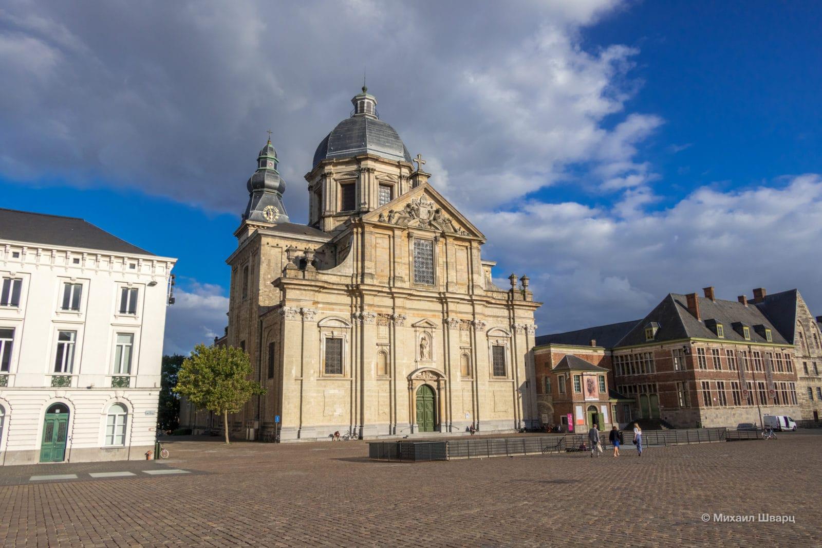 Церковь Богоматери и Святого Петра (Onze-Lieve-Vrouw Sint-Pieters)