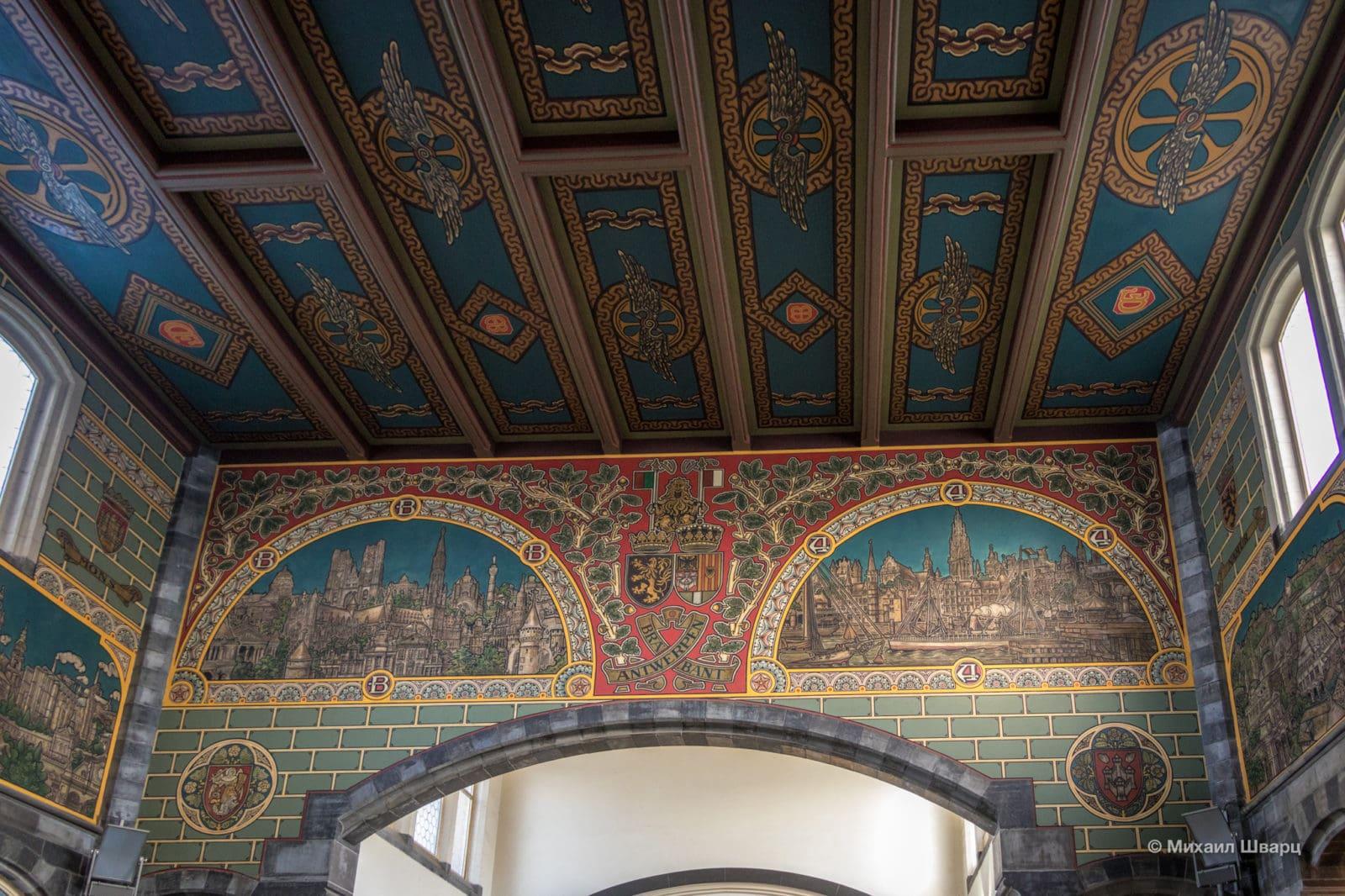 Росписи на стенах и потолке