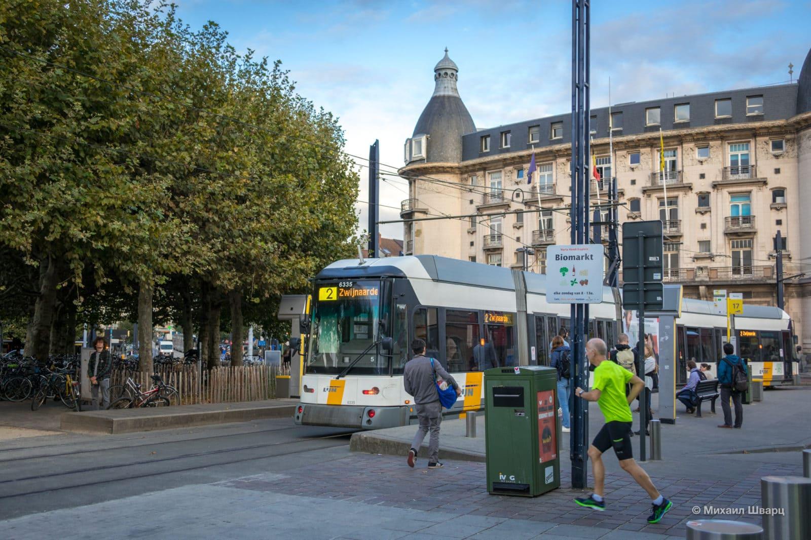Остановка трамвая на привокзальной площади