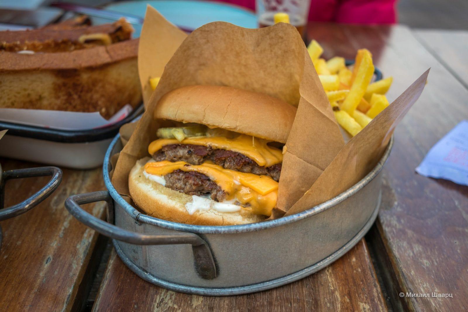 Гамбургеры и картошечка фри