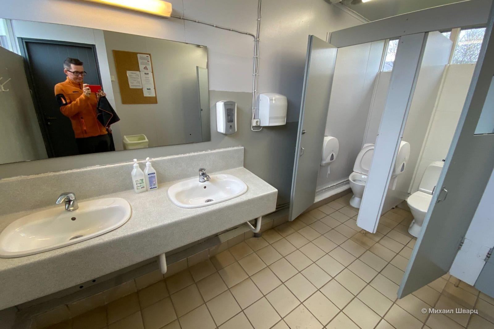 Туалеты в с душем в исландском кемпинге