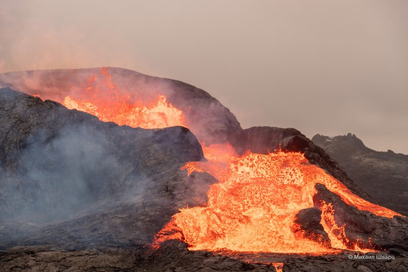 Мощные потоки лавы