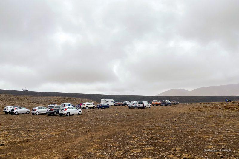 Платная парковка около вулкана Fagradalsfjall