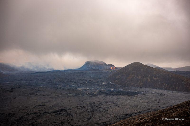 Вулкан далеко